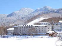 *外観/ジャイアントスキー場は目の前!蓮池スキー場も徒歩3分!志賀高原でのスキー&スノボの拠点に最適