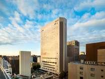 【外観】 名古屋駅より車で5分、地下鉄1駅徒歩3分の好立地。