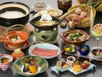 旬の味覚を味わえる飛騨牛付会席料理「味覚膳」(一例)
