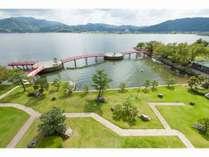 【景観】山陰八景に選出される東郷湖の目の前に位置。羽衣の屋上からの風景。