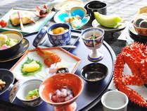 【照膳】照月旅館の名物料理「うにの茶碗蒸し」はじめ料理長快心の逸品が並びます。