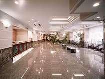 清閑な雰囲気が心地よいホテルロビー