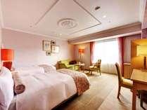 【ローズルーム/36.8㎡】バラが持つ艶やかさと華やぎをイメージした、ピンクを基調としたお部屋