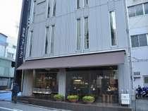 徳島駅より徒歩2分の立地♪コンビニもすぐ近くです!