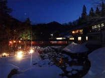 *冬は真っ白な雪景色に包まれます!しんと静まりかえった中入る温泉は格別。