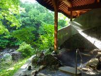 *露天風呂一例/静かな山の中、川の中州にある自然に囲まれた露天風呂。せせらぎの音に癒されます!