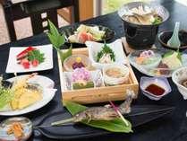 *夕食一例/山菜や野菜を中心に、川魚やお肉もバランス良く。地元産の食材を使った手作り懐石風料理。