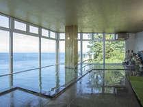 駿河湾を一望できる大浴場