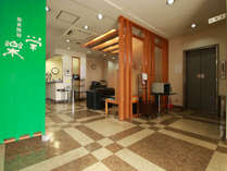 ★エレベーターホールにてアイロン・ズボンプレッサー・延長コードなど無料貸し出し品ご用意しております。