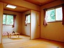 ☆コテージの2階寝室☆12畳の和室、お布団で広々おやすみいただけます♪