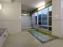 *当館の掛け流し天然温泉は、湯上り後も肌がしっとりほかほかと持続する保温&保湿効果が期待できます♪
