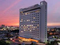 20階建ての高層ホテルは首里城に一番近いホテル。高層階からの眺望は格別です。