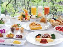 【朝食ビュッフェ】沖縄ならではのお料理も豊富!彩り豊かなメニューで元気な1日をスタート!