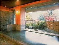 大浴場:大きな窓からは河口湖の絶景が!お湯は富士山麓、出湯の天然温泉♪