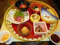 旬の食材と季節感たっぷりの和懐石。美味しいものをすこしづつ。。。上品なお食事をお楽しみください。