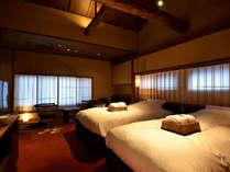 牡丹(京町屋トリプル風和室)天井が高く開放感があります。緞通がふかふかです!