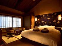 瑠璃(京町屋ダブルベッド和室)200×180cmの大きなベッドでお寛ぎ下さい。