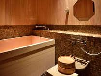 お部屋のお風呂は全室二人でもゆったり入れる檜風呂を完備♪
