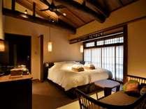 白藍(京町屋ダブルベッド和室)庭を見下ろせる人気のお部屋です。