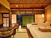 薄桜(京町屋ツイン風和室)人気の、お庭に面したお部屋です。四季折々の風情をお楽しみいただけます。