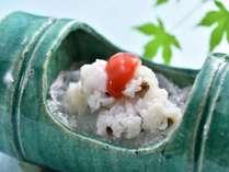 京都の夏と言えば、ハモ…この時期だけの特別な逸品です。梅肉でお召し上がりください。