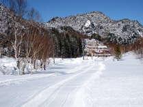 *【景色】雪化粧をまとった冬は、辺り一面白銀の世界が広がり、春~秋とはまた違った美しさ。