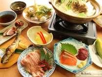 季節の食材を使った、手作り料理が並びます。