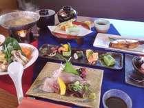 地元食材を中心に、見た目にも鮮やかなお料理が並びます。