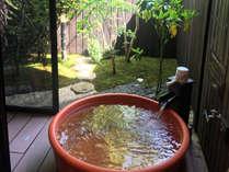 【2号館】四季折々の景色を眺めながら、露天風呂を好きなだけご堪能ください。