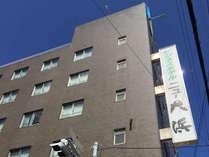 *【南側から見た当館】国道26号線沿い、阪神高速大浜インターより車で約5分♪