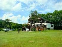 1万坪の敷地に7棟のコテージが建ち、レンタサイクルや釣り堀、BBQが楽しめる滞在型のリゾートです。