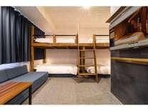五人部屋シングルベッドX4、ソファベッド付き