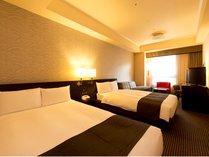 【デラックスツイン 30㎡】セミダブル(幅 120cm)ベッドが2台