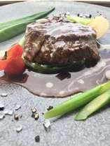 ★牛肉のグリル★グリルした牛肉に、赤ワインソースとブルーチーズのソースで仕上げました!!