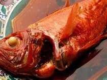 *【金目鯛の煮付け】新鮮な金目なので、みりんを使わずとも照りと見た目が鮮やか☆