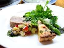 信州ならではの旬食材を使用した夕食です。山の幸をどうぞお楽しみください。