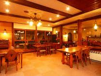 館内◆温かい空気に包まれたダイニングでごゆっくりお食事をお愉しみください。