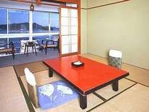 静かな小浜湾を望む客室