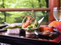 *美味しい空気と庭園の緑の中、ゆっくりと旬の味覚をお楽しみください。(夏季料理一例)