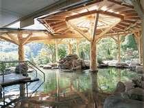 四季の彩りを楽しめる露天風呂 県立自然公園内であることを体感できます!