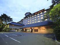 ★【夕暮れ時の外観】ホテル紅葉館は一年中見ごろ・食べごろ・遊びごろ!