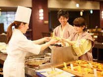 和洋中旬彩バイキング 人気のライブコーナーで「できたて料理」をどうぞ♪