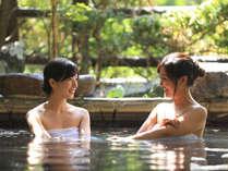 【岩露天風呂(大浴場 紅葉の湯)】イメージ。ゆったり温泉をお楽しみください。