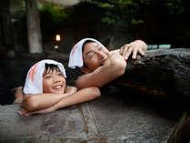 【岩露天風呂(大浴場 紅葉の湯)】イメージ。広い岩露天風呂は、ファミリーに大人気♪