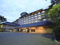 【夕暮れ時の外観】ホテル紅葉館は一年中見ごろ・食べごろ・遊びごろ!