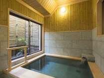 貸切風呂【竹風呂】当館には珍しい和風の造りです。
