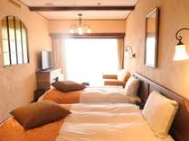 南仏プロヴァンス薫る客室から「世界に誇る借景」を。自慢のビューバスから望む富士は必見