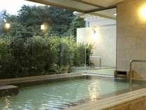 【男性大浴場】富士の雄姿を見上げる露天風呂から最高の「ラビスタ」を。