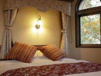 シモンズのベッドと、客室から望む富士山の眺めに酔いしれて…