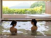 泉質はカルシウム・ナトリウム・硫酸塩泉。大浴場内湯は温泉を使用しています。
